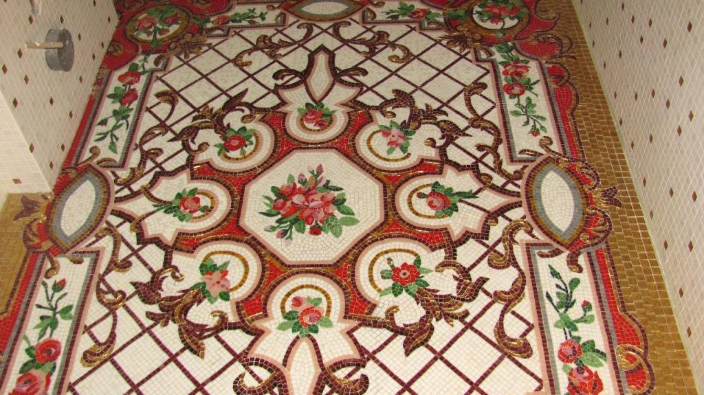 Ковер из мозаики с цветами