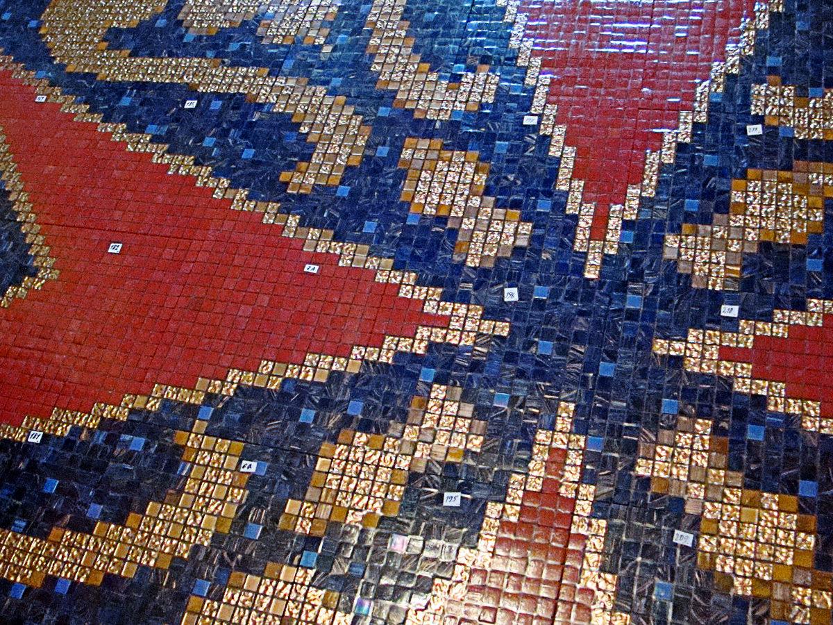 Мозаичный ковер в бассейне