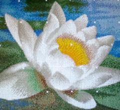 """Декоративное панно из разноцветной мозаики """"Речные лилии"""""""